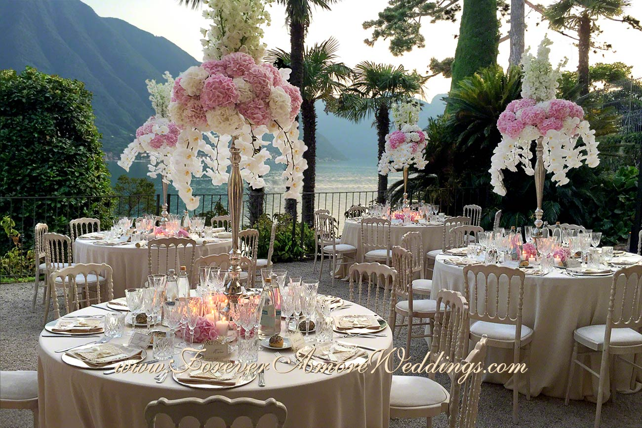 white and pink wedding flower decorations at Balbianello