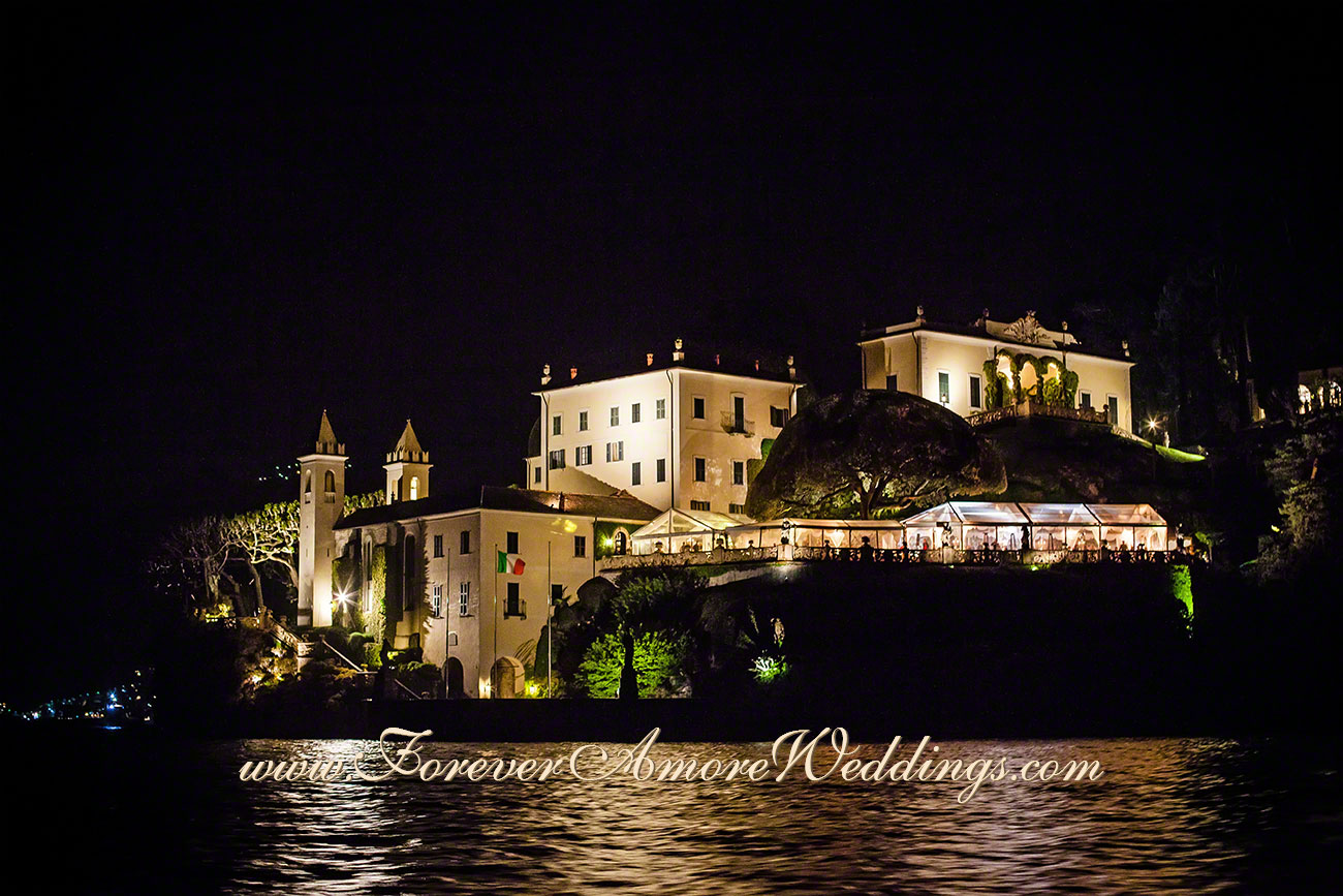 night overview of villa Balbianello from the lake