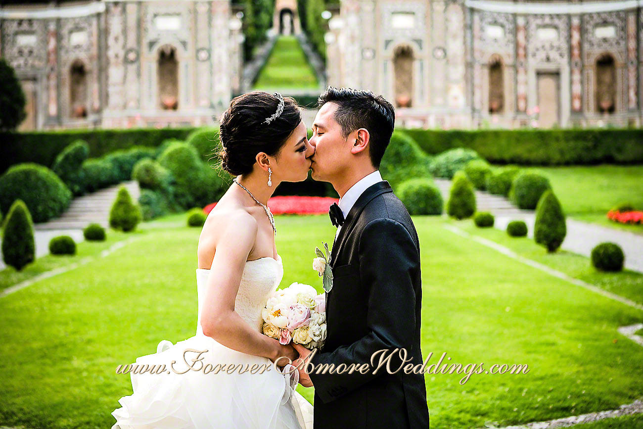 asian bride and groom at Villa D'Este
