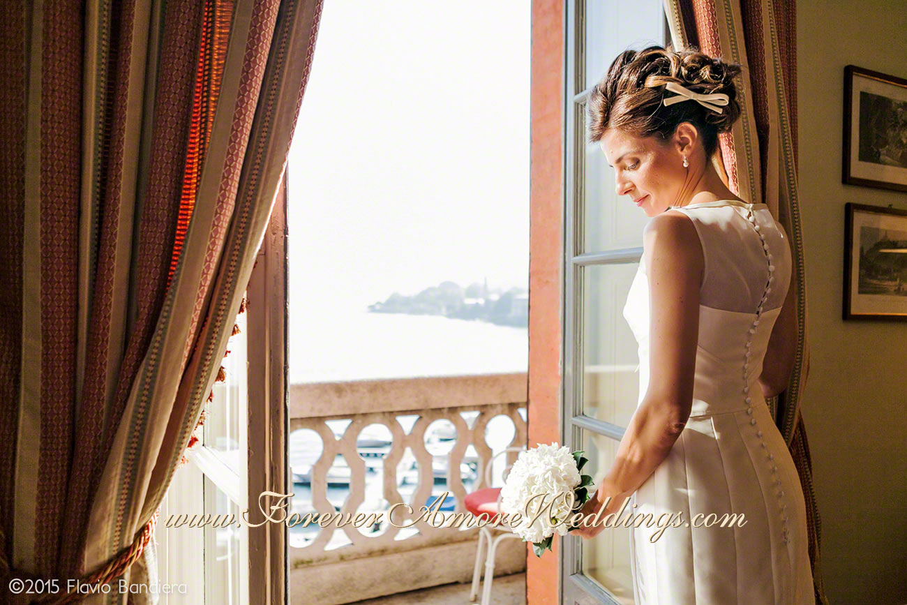 beautiful bride at the window in Villa D'Este