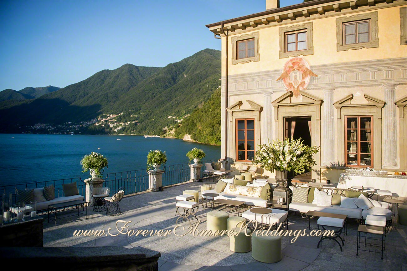 summer wedding on the terrace of Villa Pliniana