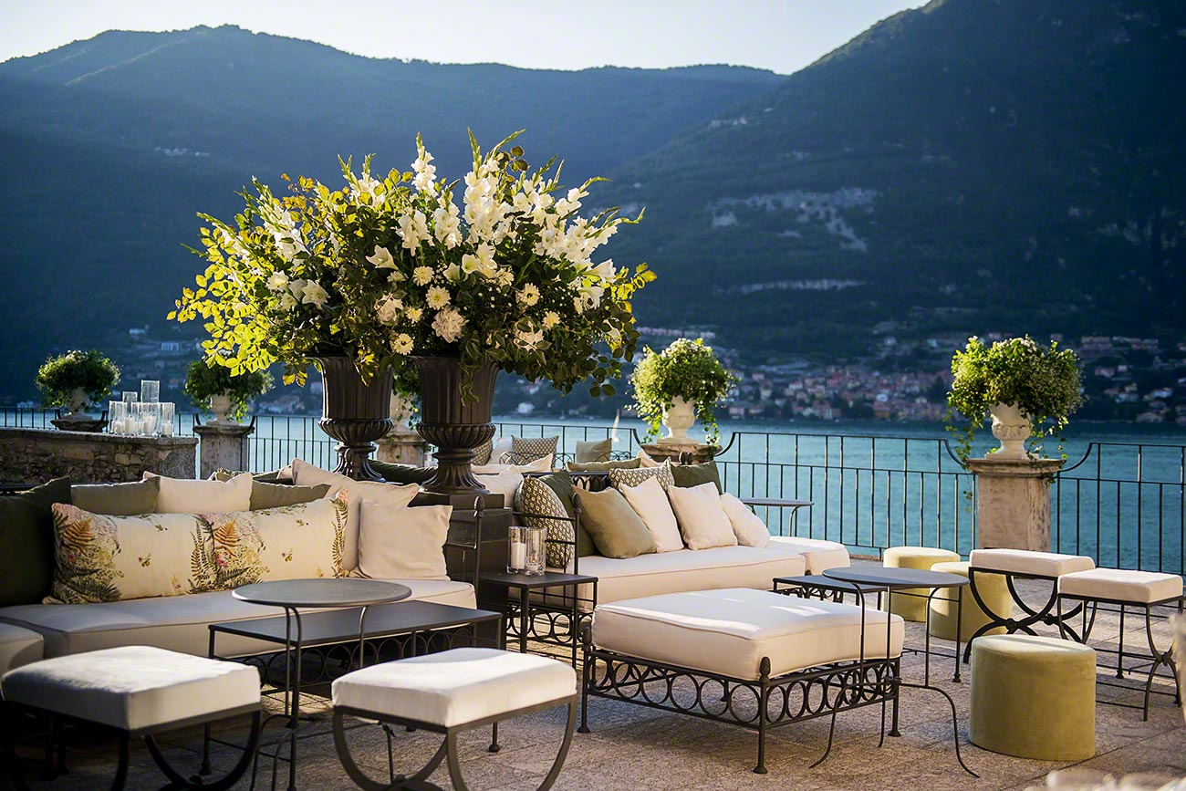 wedding aperitif at Villa Pliniana with beautiful lake views